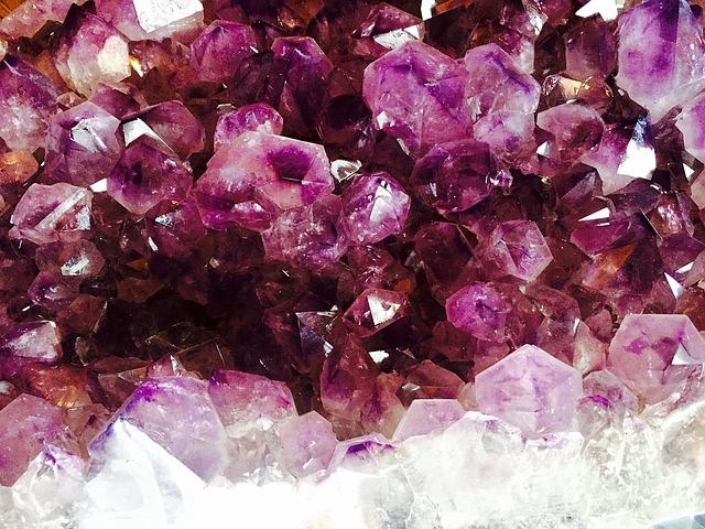 fialové minerály.jpg