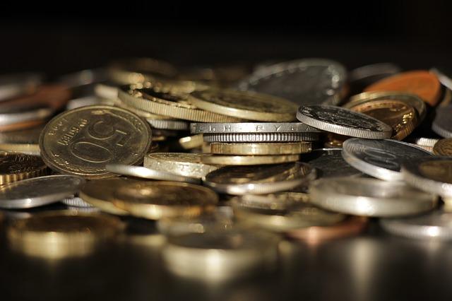 lesklé mince zblízka.jpg
